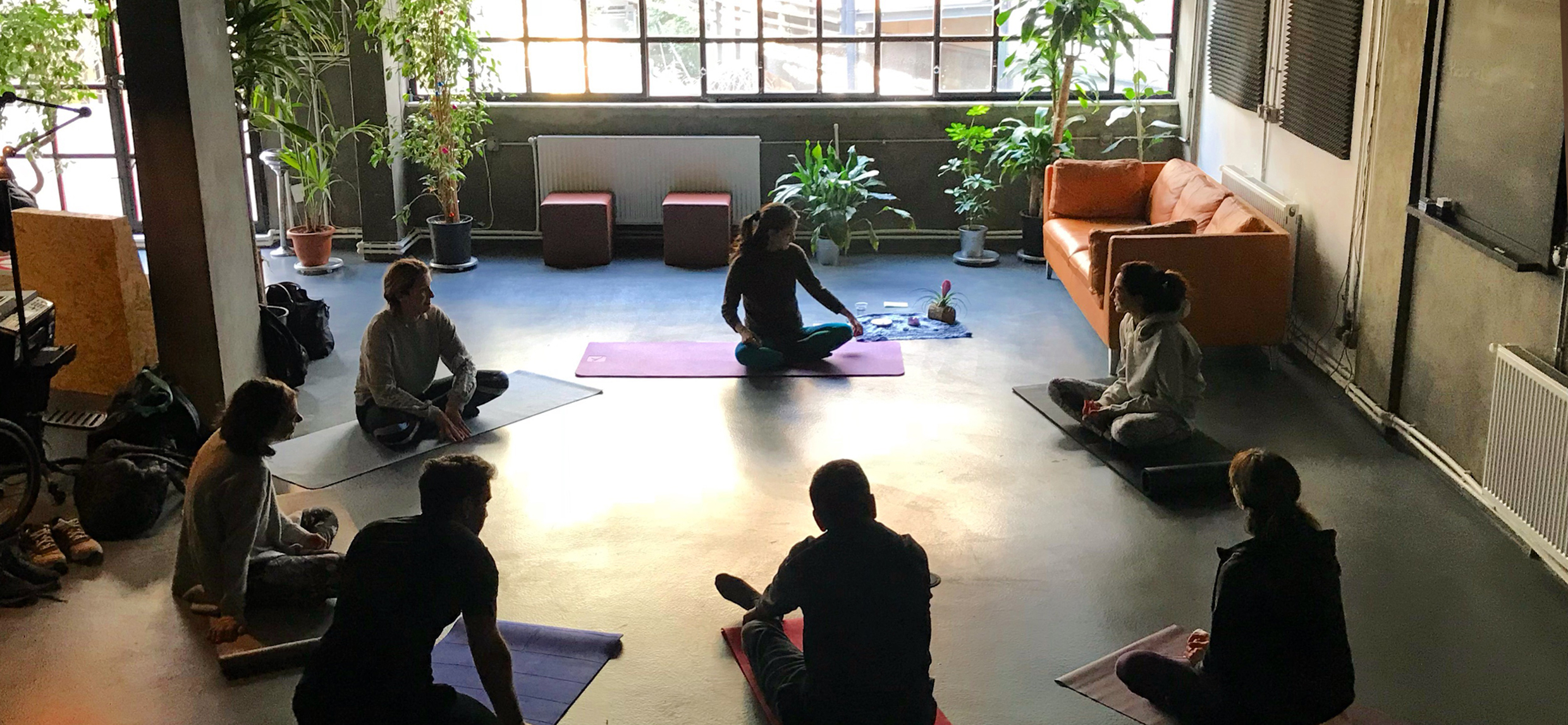APOLLO SPACE - Workshop: Colored Circle // Motion and Yoga Therapy